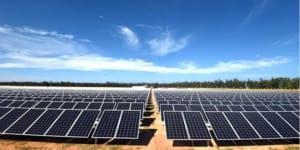Lắp đặt pin năng lượng mặt trời - BAOGIATHEPXAYDUNG.COM